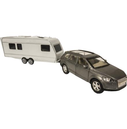 Bil med husvagn